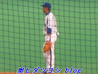 笑顔で一塁を守る立浪和義=2007ファン感謝デー