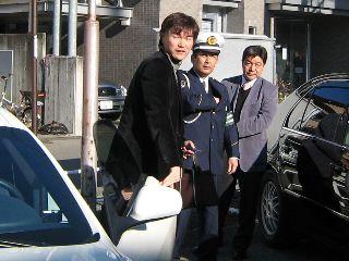 下呂警察署下呂温泉交番に到着した岩瀬仁紀