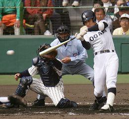準決勝・帝京—大垣日大。1回裏、同点二塁打を放つ箕浦=甲子園球場