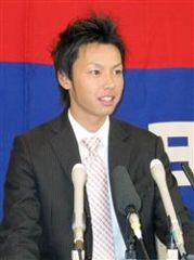 契約更改交渉を終え記者会見する浅尾拓也=名古屋市中区