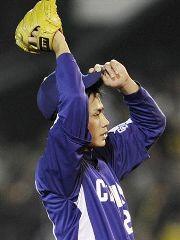 3回裏、阪神・鳥谷に適時二塁打を許したチェン・ウェイン=甲子園