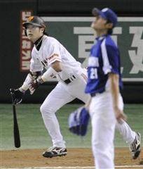 6回裏1死一塁から巨人亀井に決勝2ランを打たれたチェン=東京ドーム
