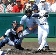 1回裏、中京大中京・堂林翔太が右中間2点本塁打を放つ=甲子園