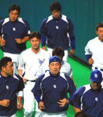 阪神戦に向けて練習する中日ナイン=ナゴヤドーム
