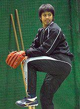 ブルペンで投球練習を行ったルーキー樋口賢=ナゴヤ球場