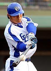 9回に初本塁打を放った平田良介=浜松