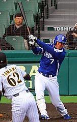 5回表、李炳圭が右中間にタイムリー二塁打を放つ(投手・玉置)=甲子園