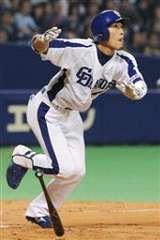 6回裏、藤井淳志が右越えにソロ本塁打を放つ=ナゴヤドーム