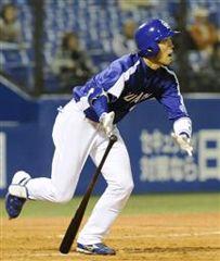5回表、無死一塁から藤井淳志が右越えに3試合連続となる同点2ランを放つ=神宮