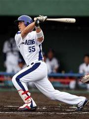 6回裏1死1塁で左越え2ランを放った福田永将=北谷球場