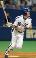 7回裏、福留孝介が中越えにソロ本塁打を放つ=ナゴヤドーム