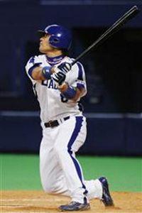 9回裏、代打平田良介が右中間にサヨナラ本塁打を放つ=ナゴヤドーム