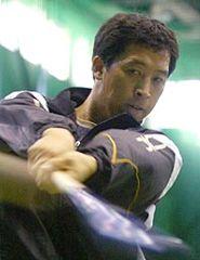 ナゴヤ球場屋内練習場でバッティング練習をする李炳圭(イ・ビョンギュ)