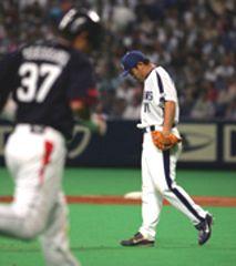 3回表、川上は福川に満塁本塁打を浴びガックリ=ナゴヤドーム