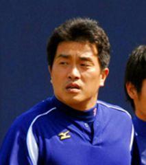 阪神戦先発に備えて体を動かす山本昌=ナゴヤ球場