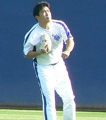 日本シリーズに向けて練習する山本昌=ナゴヤ球場