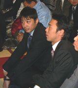 必勝祈願を行った荒木雅博(左)と森野将彦=犬山成田山