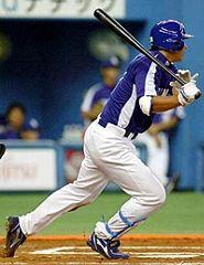 6回表1アウト、左中間に二塁打を放つ森野将彦=京セラドーム大阪