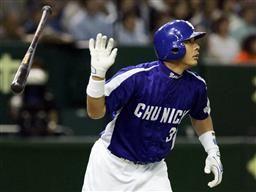 1回裏、2アウト二、三塁で森野が右中間に先制本塁打を放つ=東京ドーム