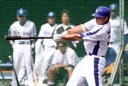 シート打撃第一打席で二塁打を放つ森野将彦=北谷球場