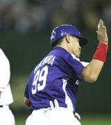 3回表、中村紀洋がレフトスタンドへ2ランを放ち一塁へ向かう=東京ドーム