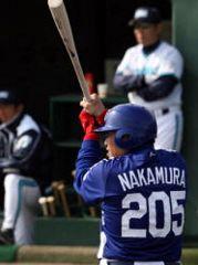 満塁本塁打を放った背番号205中村紀洋=神戸総合運動公園サブ球場