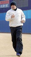 自主トレーニングを開始した中村紀洋=11日、ナゴヤ球場