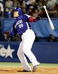 6回表、2アウト、代打中村紀洋が左越えに満塁本塁打を放つ=神宮
