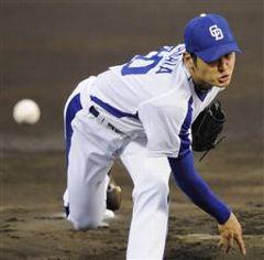 横浜戦に先発して8回1失点で4勝目を挙げた中田賢一=岐阜長良川球場