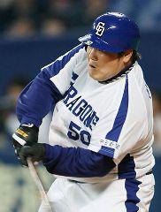 3回裏にソロ本塁打を放つ中田亮=ナゴヤドーム