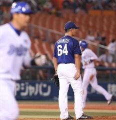 5回裏、横浜・村田(左)に2ランを打たれた清水昭信=横浜スタジアム