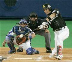 6回表、川上が1アウト二塁から松田に勝ち越し2ランホーマーを打たれる。捕手谷繁=ナゴヤドーム