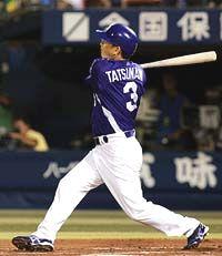 6回表、1アウト満塁で代打立浪がライトスタンドに満塁本塁打を放つ=横浜