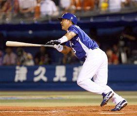 8回表、1死満塁から代打・立浪和義が2点適時打を放つ=横浜スタジアム