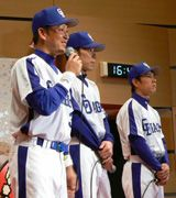トークショーを行った立浪和義(左)荒木雅博(中)井端弘和(右)=21日、名古屋第二赤十字病院