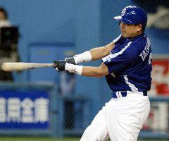6回表、中日2死二、三塁、代打立浪が右翼線に勝ち越しの2点二塁打を放つ=大阪ドーム
