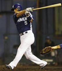 5回表、2死一、二塁から和田和洋が中前に適時打を放つ=平塚