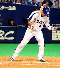 9回裏、2死満塁からサヨナラ押し出し四球を選びガッツポーズする和田一浩=ナゴヤドーム