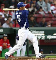 2回表、左中間に本塁打を放つ和田一浩=マツダスタジアム