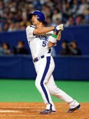 4回裏、左越え本塁打を放つ和田一浩=ナゴヤドーム