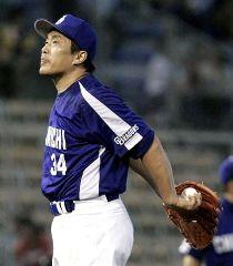 6回3失点で負け投手となった山本昌=広島