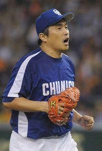 巨人戦に先発して完投で史上最年長10勝目を挙げた山本昌=東京ドーム